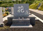 墓石に彫刻するお花で人気なものは?